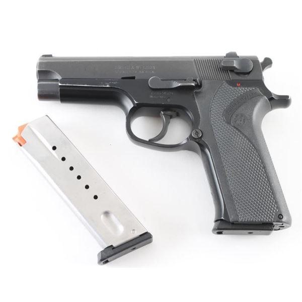 Smith & Wesson 915 9mm SN: TZU2479