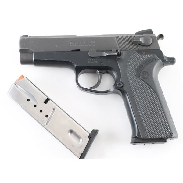 Smith & Wesson 910 9mm SN: VKM1814