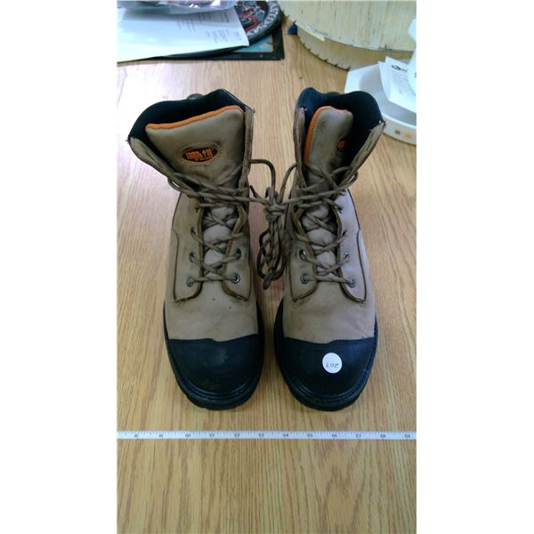KODIAK Steel toed work boots - Size M8 - SA approved