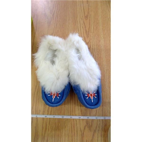 Ladies Size 6 Indigenous Moccasin Slippers