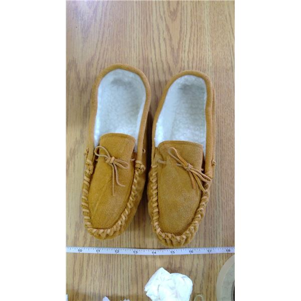 Ladies Size 8 Suede Moccasin Slippers