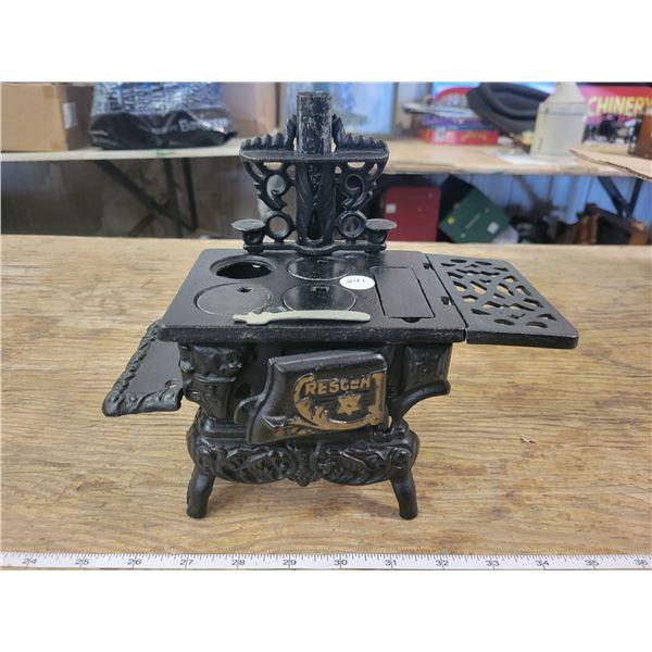 Minature (9 x8 x 41/2 inch Resgent Cast Iron kitchen stove