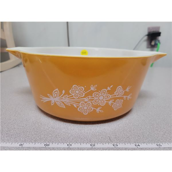 Pyrex 8 cup casserole dish - no lid