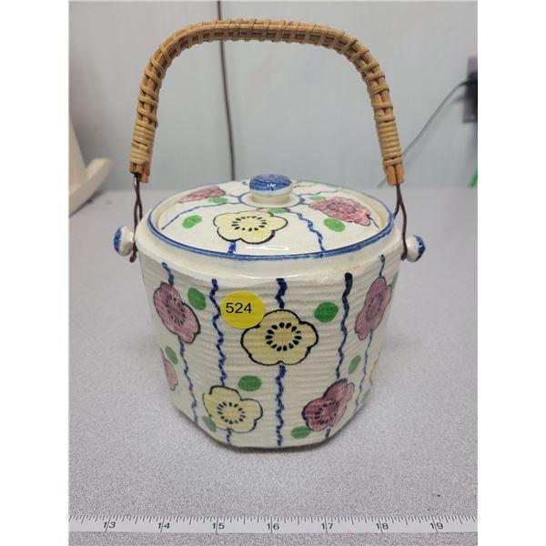 Biscuit barrel (Japan)