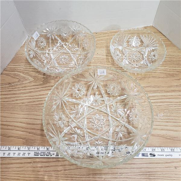 Set of three PRESCUT depression glass nesting bowls
