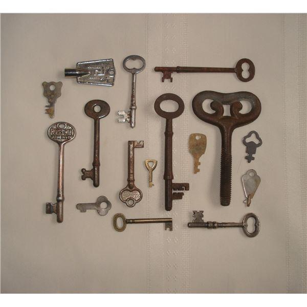 large lot of old skeleton keys