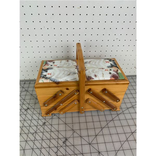 ACCORDION STYLE SEWING KIT WITH CAT MORIF