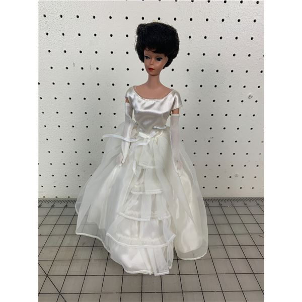 1968 MIDGE BARBIE DOLL AND STAND