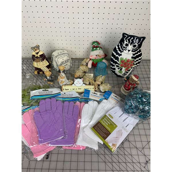 MISC LOT FIGURINES AND MOISTURIZING GLOVES