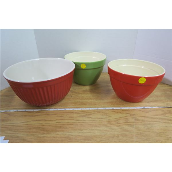3 Ceramic Bowls, 2 Red 1 Green