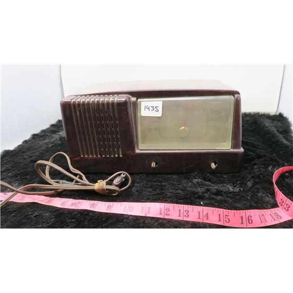 VINTAGE GENERAL ELECTRIC RADIO (FOR PARTS)
