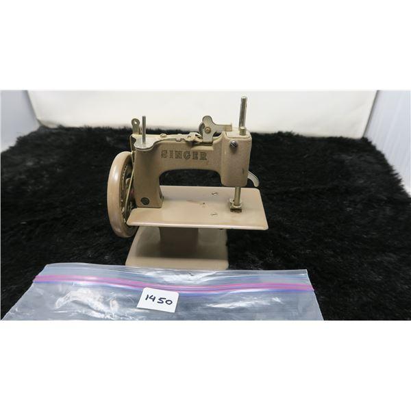 Vintage Singer Sewhandy Mini Child's Sewing Machine (Beige)