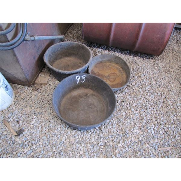 lot of 3 feed tubs