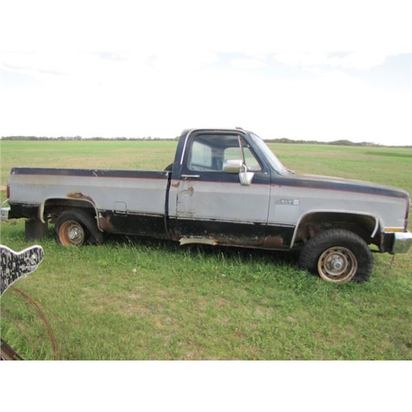 GMC High Sierra 1500 1983 has a proximately 10 hours on motor transfer case and transmission. standa