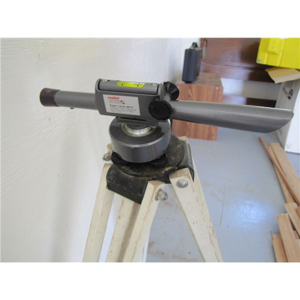 realist David White Insturments sight level 8810 with tripod and carring case