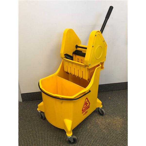 Globe commercial mope bucket (yellow)