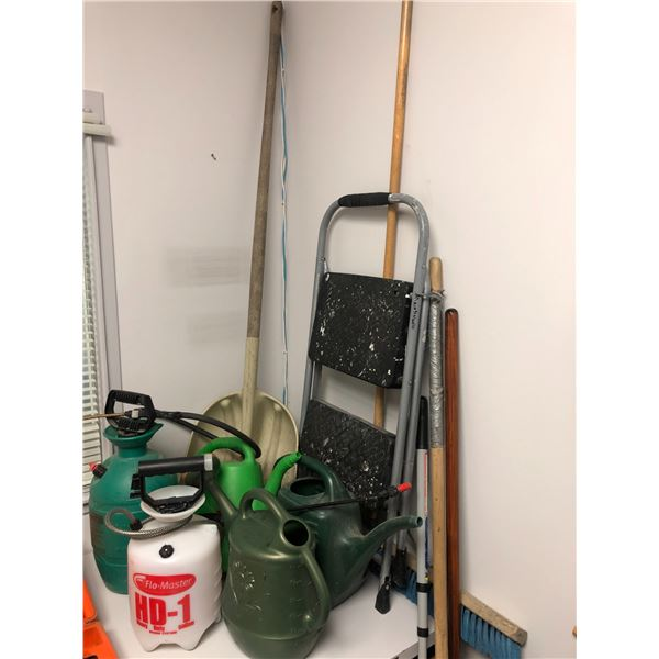 Large group of assorted garden/household items - step ladder/ 2 pressure sprayers/ watering cans/ br