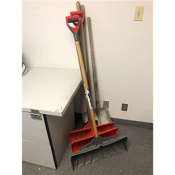 Group of 6 shovels/ 3 snow shovels & 3 metal blade shovels