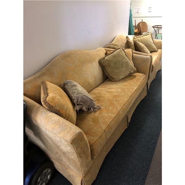 Broyhill 2 pc. sofa & loveseat set