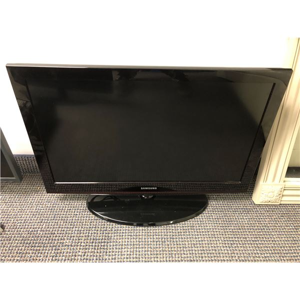Samsung 31in TV w/ remote - good working order