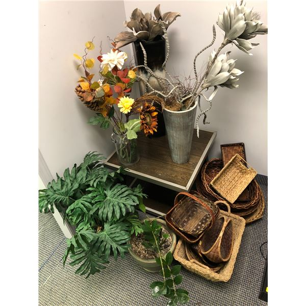 Group of 5 assorted planters w/ dry flower arrangements & group of 11 woven baskets