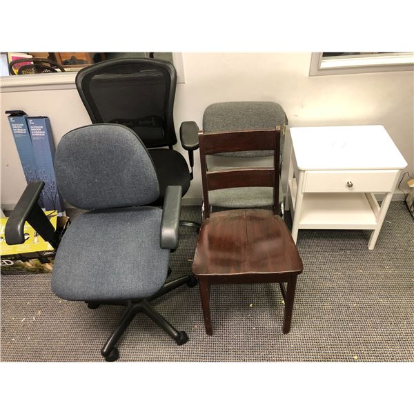 Group of 4 assorted office chairs & small single drawer white side table