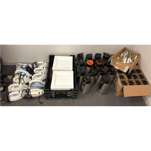 Large group of assorted restaurant/ hotel items - approx. 32 square white dinner plates/ 14 coffee c
