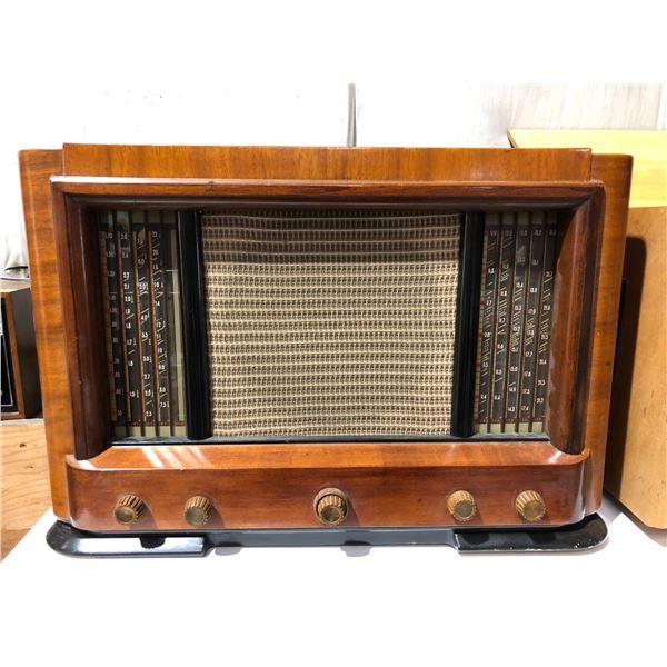 Vintage Philco 46-888 Code 121 shortwave table-top tube radio