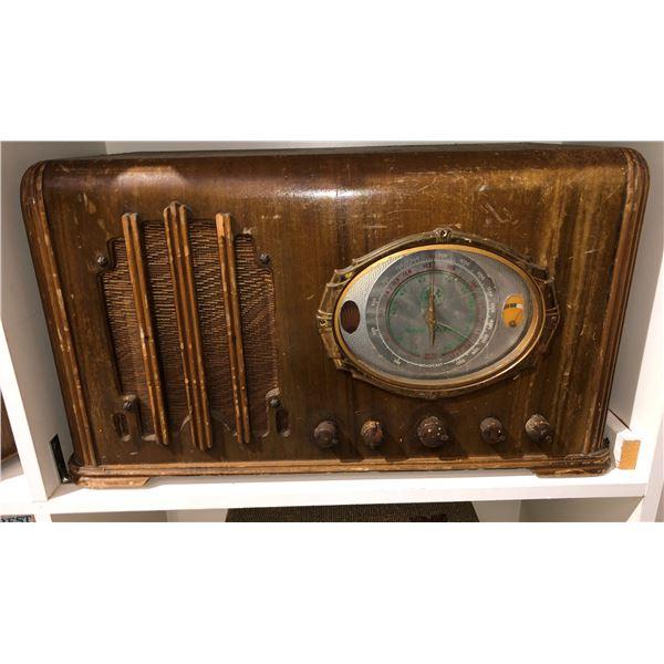 Vintage Northern Electric shortwave table-top tube radio