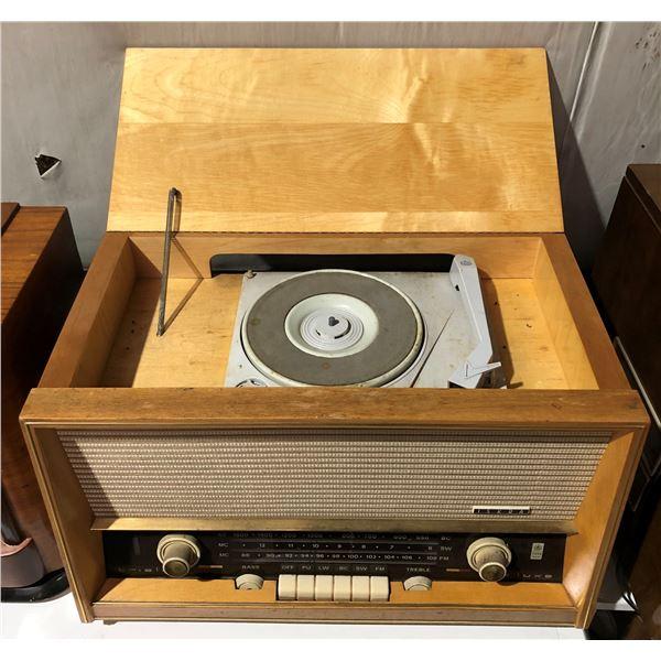 Vintage Iskra Trislve Deluxe shortwave table-top radio w/ turn table