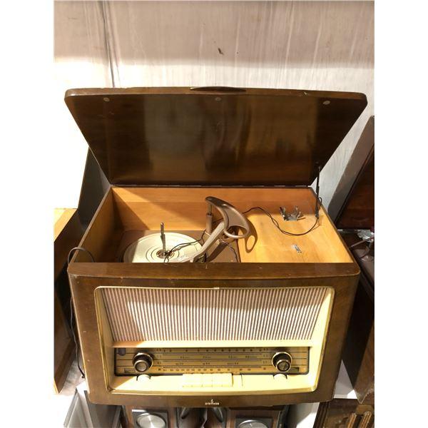 Vintage Siemens shortwave table-top radio w/ turn table