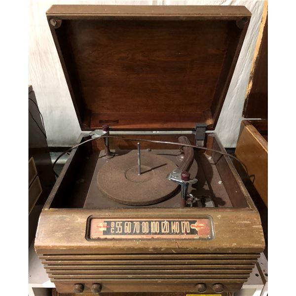 Vintage Olympic True-Base table-top radio w/ turn table