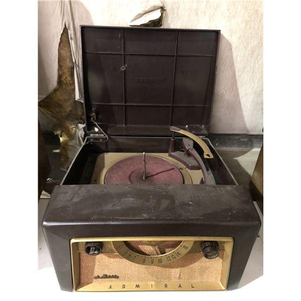 Vintage Bake light Admiral gh Fidelity table-top radio w/ turn table