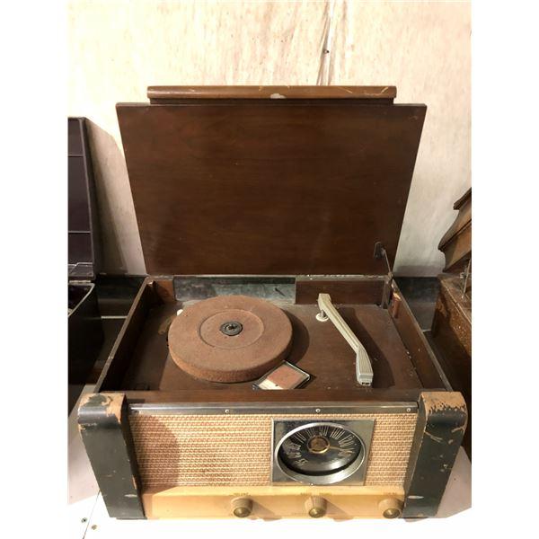 Vintage General Electric table-top radio w/ turn table