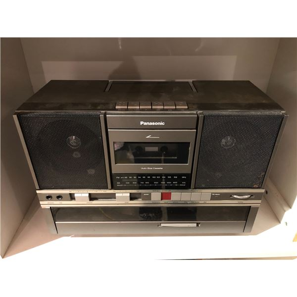Vintage Panasonic portable stereo w/ built-in turn table