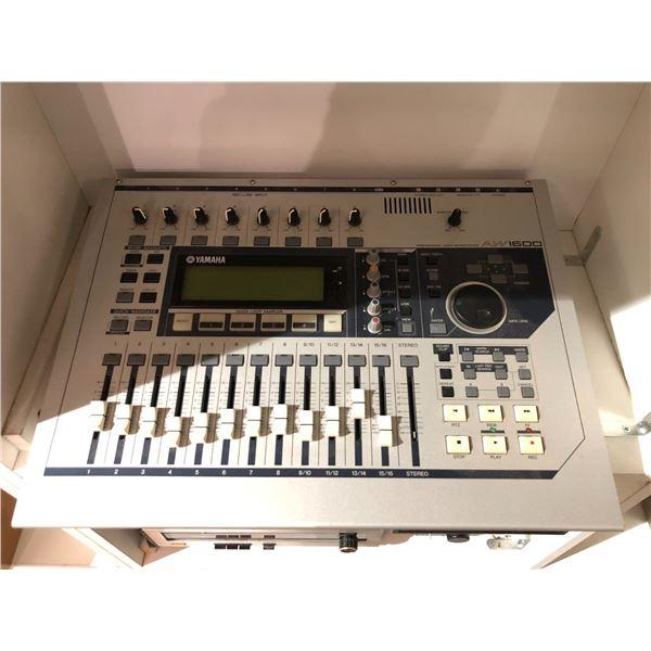 Yamaha Professional Audio workstation AW1600