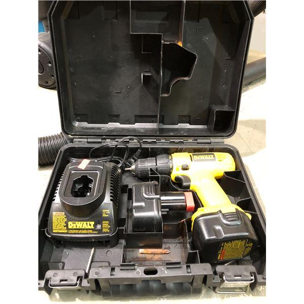 DeWalt DW907 12V cordless drill set w/ 2 batteries charger & case