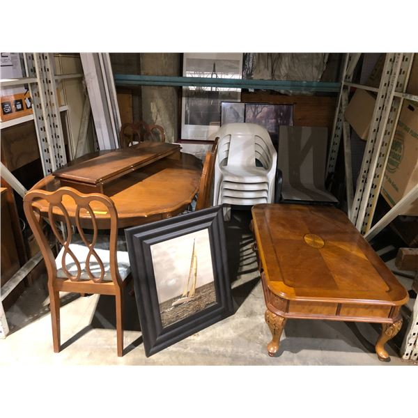 Large group of assorted furniture items - dining table w/ 4 chairs/ coffee table/ white patio chairs
