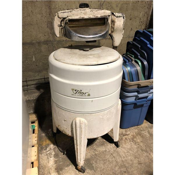 Vintage THOR super agitator ringer washing machine