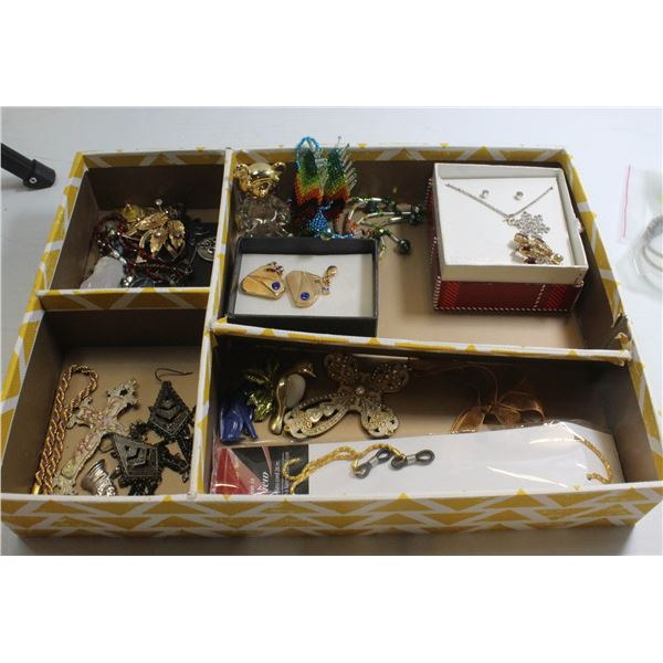 FLAT OF ASSORTED JEWELRY