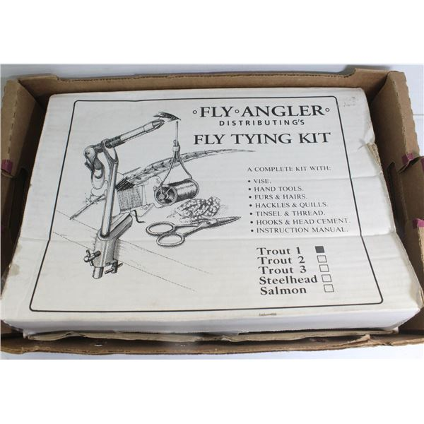 FLY ANGLER FLY TYING KIT MINT IN BOX