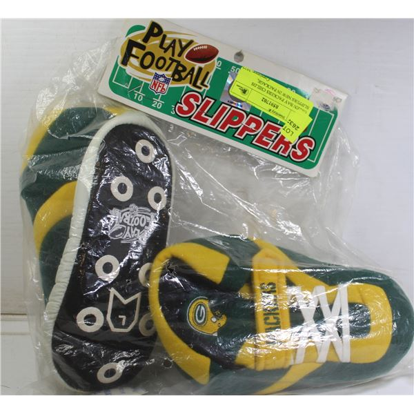 GREEN BAY PACKERS CHILDS SLIPPERS NEW IN PACKAGE,