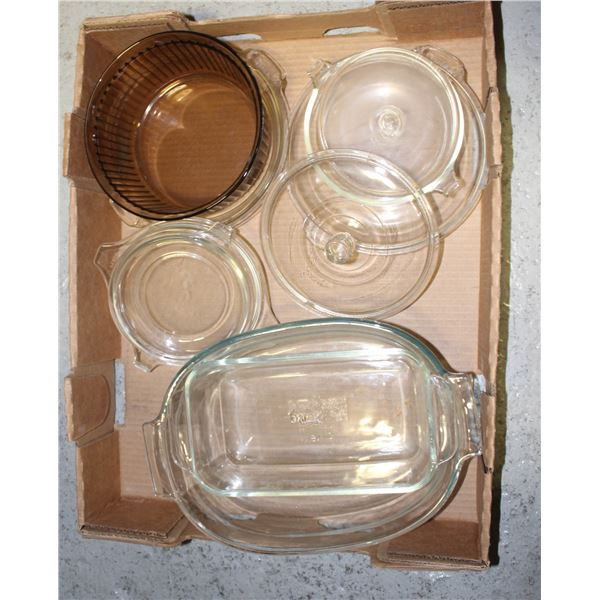 FLAT OF ASSORTED VINTAGE PYREX DISHES