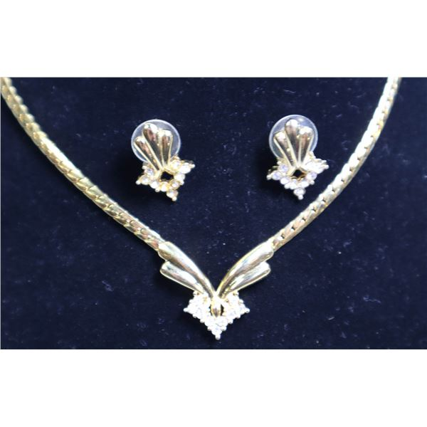 """18"""" MATCHED LADIES EAR RING AND NECKLACE SET"""