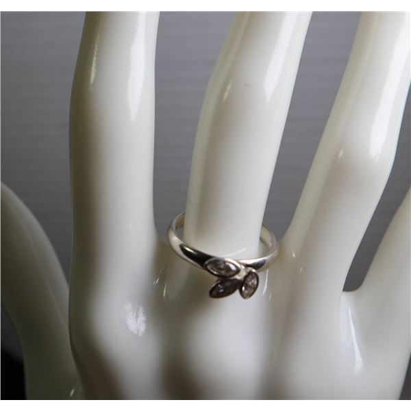 STERLING SILVER MULTI-STONE LADIED RING