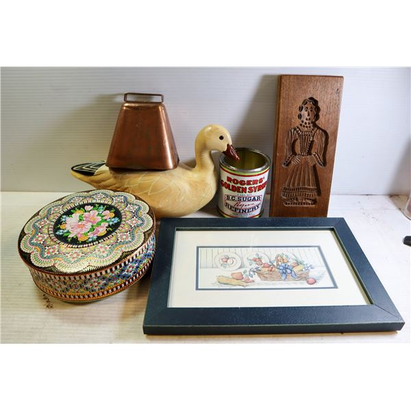 ZIPPER TOTE WITH WOOD DUCK & COLLECTIBLES