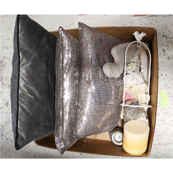 BOX WITH HOUSEHOLD DECOR INCL. FIGURINE,