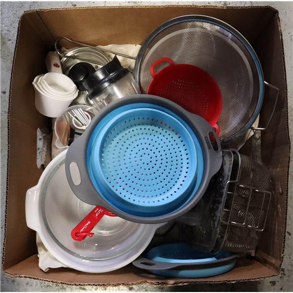 BOX OF BAKING AND KITCHEN ACCESSORIES INCL.