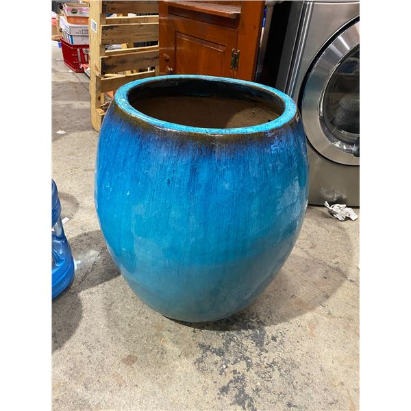 Planter 25 inches tall
