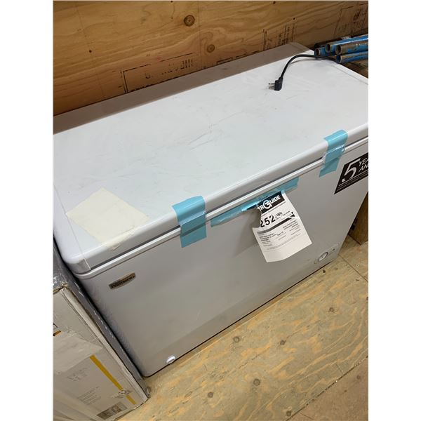 DANBY DCF072A4WP CHEST FREEZER DENTED